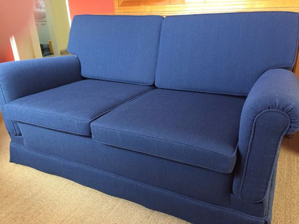 Sofa 2-sitzig, leicht zum Schlafsofa umbaubar, neu bezogen