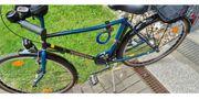 Männer Fahrrad mit Radio und