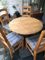 Holztisch mit 3 Stühlen