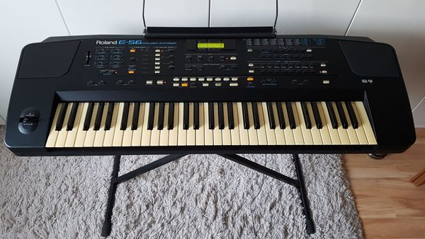 Roland E - 56 Synthesizer