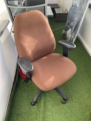 Bürostuhl in braun
