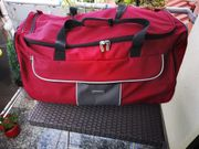 Große Reise- Sporttasche mit Rollen