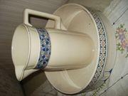 Alte Waschschüssel mit Krug aus