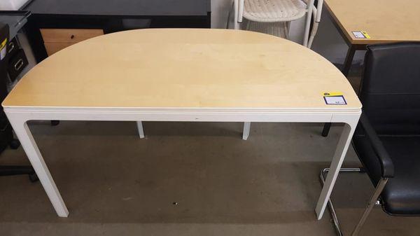 Schreibtisch halbrund 140 x 70