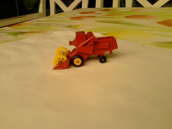 Mähdrescher Matchbox Claas Combine Harvester
