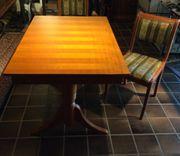 massiver Tisch mit 2passenden Stühlen