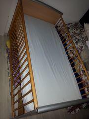 Babybett mit Regal für Windeln