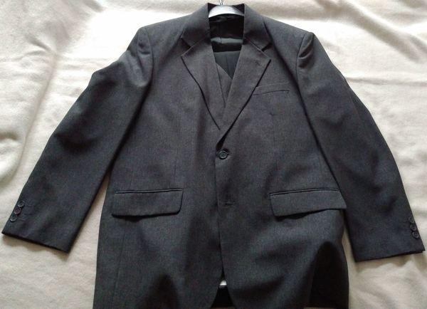 Grauer Anzug dreiteilig Größe 50