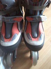 K2 Rollerblades mit Protektoren und