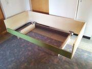 Jugendbett Schränkchen und Schreibtisch abzugeben