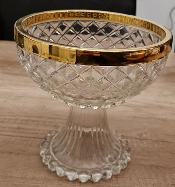 Glasschale mit Goldrand