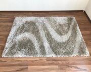 Großer Teppich Hochflor weiß-grau