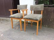2 gepoltsterte Stühle