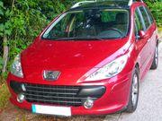 Schöner Peugeot mit Panoramadach und