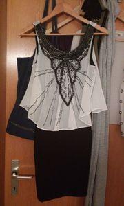 Kurzes Kleid mit Chiffontop