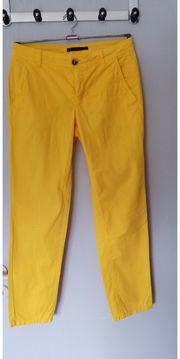 gelbe leichte Sommerhose