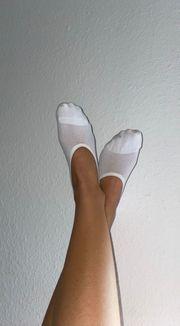 getragene verschwitzte sneaker Socken