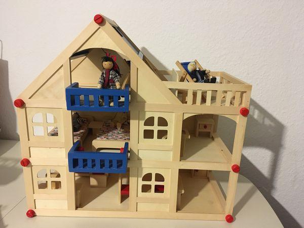 Holz Puppenhaus mit Einrichtung