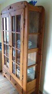 Vollholz Schrank - Vitrine - in Top