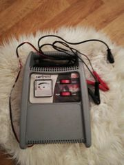 Autobatterie funktionstüchtiges Ladegerät