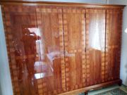 Barocker Schlafzimmerschrank mit Intarsien