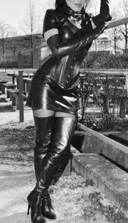 sexy Lady sucht Sklaven Mann