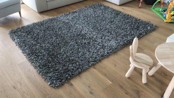 Hochwertiger grosser Teppich