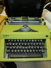 Antike Schreibmaschine von Olympia