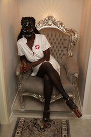 Herrin Janelle sucht Sklaven und