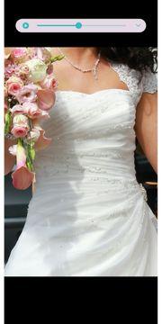 Wunderschönes mit Pailletten besetztes Hochzeitskleid