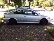 Schnittiger alter Opel zum Ausschlachten