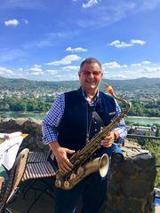 Saxophonist Hochzeit Trauung Gartenparty