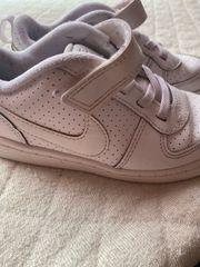 Nike Schuhe gr 27