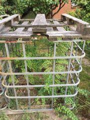 zwei Gitterkörbe zur Brennholz Lagerung