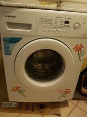 Eine Waschmaschine die noch sehr