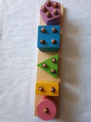 Farben- und Formen-Sortierspiel Steckspiel aus