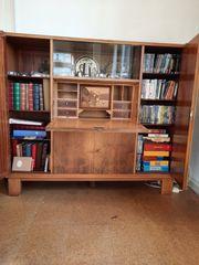 Wohnzimmerschrank mit integriertem Schreibsekletär