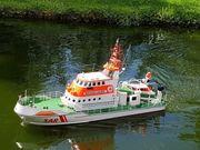 RC-Boot Bernhard Gruben mit Beiboot