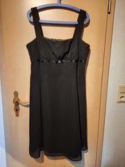 Kleines schwarzes Abendkleid