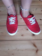 Rote Sneaker Turnschuhe Sommerschuhe Chucks