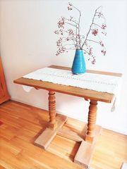 Antiker Holztisch aus Vollholz massiv