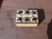 Deckeldose aus Speckstein mit Elefantenmotive