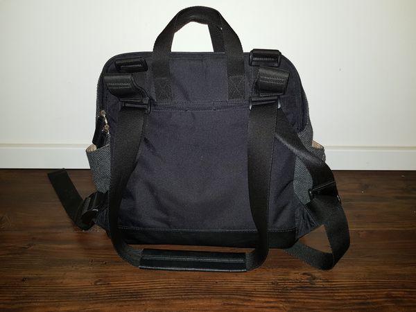 Wickelrucksack Babymel - Berg - Der Rucksack der Marke Babymel wurde vor einem Jahr gekauft und ist in einem sehr guten Zustand.Der Rucksack kann auch als Tasche getragen werden mit integrierten Haltern für den Kinderwagen.Die Wickeltasche bzw.-rucksack ist sehr geräumig mit In - Berg