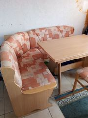 Sitzecke mit Stühlen und Tisch