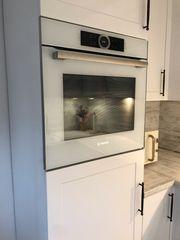 Hochglanz Küche - modern-Landhaus - mit Kranz