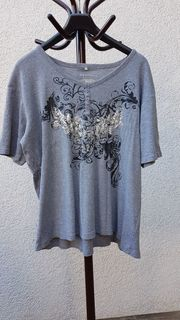 Neuwertiges modisches Glamour -Shirt von