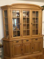 Verschiedene sehr gepflegten Wohnzimmers Holzmöbel