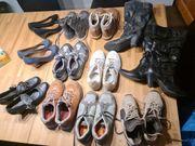 22 Paar Schuhe Sneaker stiefel