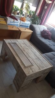 Selbstgebauter Wohnzimmer Tisch mit integrierter