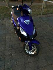 Blauer Roller 50ccm